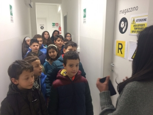 I ragazzi dell'iniziazione cristiana in visita all'ambulatorio di Emergency
